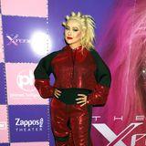 X-Tina is back! Keine Frage, die Mode der 00er-Jahre feiert aktuell ein Comeback. Mit diesem Outfit begibt sich Christina Aguilera allerdings auf eine modische Zeitreise, die sie hätte besser nicht antreten sollen.