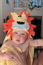 """Ricky Martins bezaubernde Tochter Lucia ist nicht nur die """"Besitzerin seines Herzen"""", sondern mit diesem süßen Kostüm auch die Königin der Löwen."""