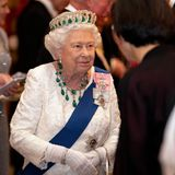 Queen Elizabeth mit Diadem bei der Nobelpreis-Verleihung
