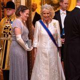 Herzogin Camilla wählt das Greville Diadem für diesen besonderen Abend im Buckingham Palast. Das Diademwurde 1921 von Boucheron, dem Pariser Luxusschmuckhaus, hergestellt und ist seit 1942 im Besitz derbritischen Königsfamilie.