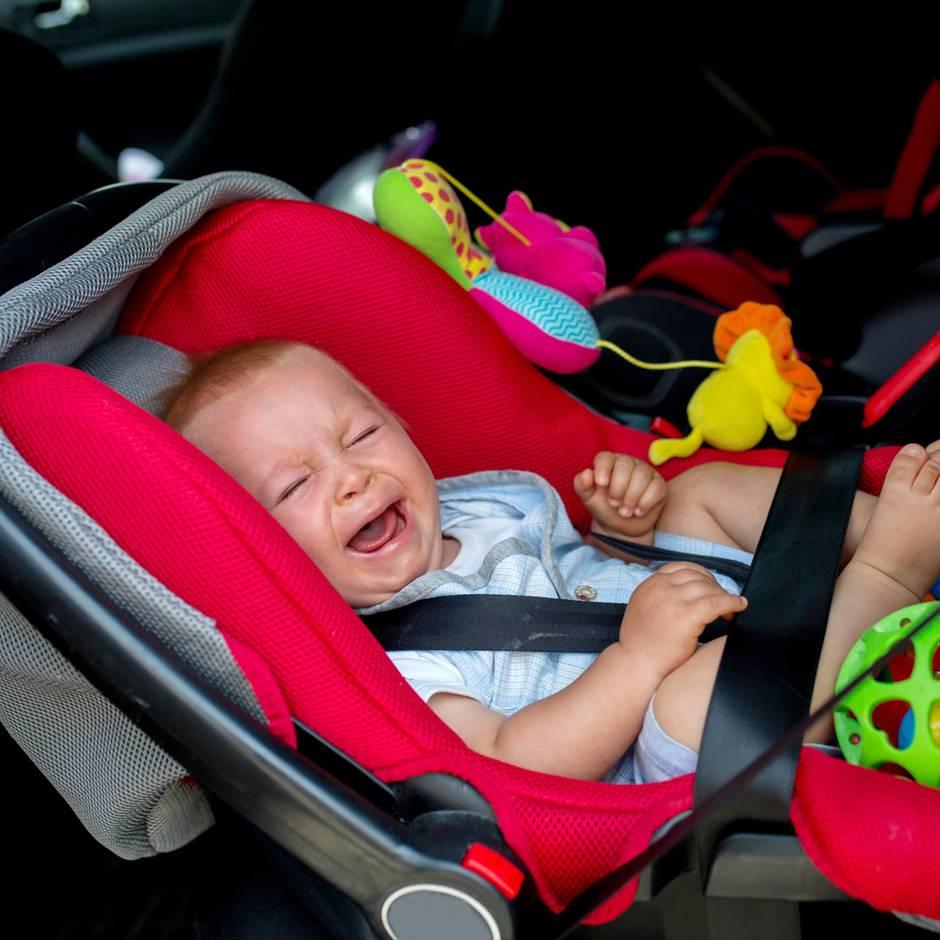 Baby wird aus Auto geschleudert und überlebt
