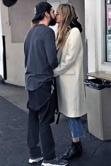 12. Dezember 2019  Nach dem gemeinsamen Lunch imGiorgio Baldi Restaurant in Beverly Hills, küssen sich Tom Kaulitz und Heidi Klum auf der Straße zärtlich.