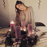 Advent Advent ein Lichtlein brennt ... Cathy Hummels hat sich in diesem Jahr für einen fliederfarbenen Adventskranz entschieden.