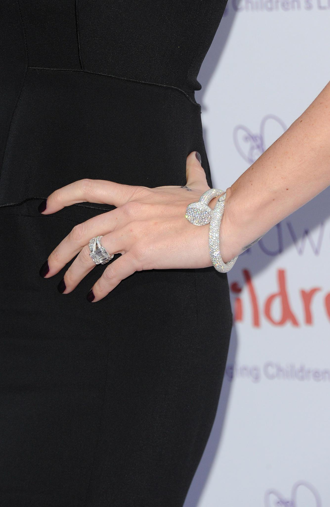 Tamara Ecclestone mit ihrem 95.000 Euro teuren Diamantarmreif von Cartier.