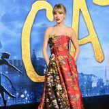 """Was für ein Kleid! Taylor Swift begeistert in einer trägerlosen Multicolor-Robe von Oscar de la Renta bei der New-York-Premiere des Kinofilms """"Cats""""."""