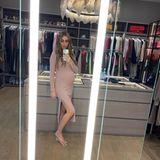 Petra Ecclestone zeigt ihren großzügigen Kleiderschrank auf Instagram: Es gibt viel Platz für hunderte Kleidungsstücke, jede Menge Handtaschen und etliche Accessoires. Der Schrank ist ganz gemütlich in Holztönen gehalten.