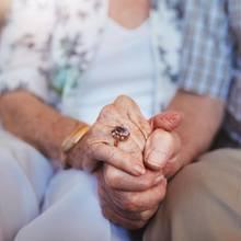 Nach 70 Ehejahren : Paar stirbt fast zeitgleich im Hospiz