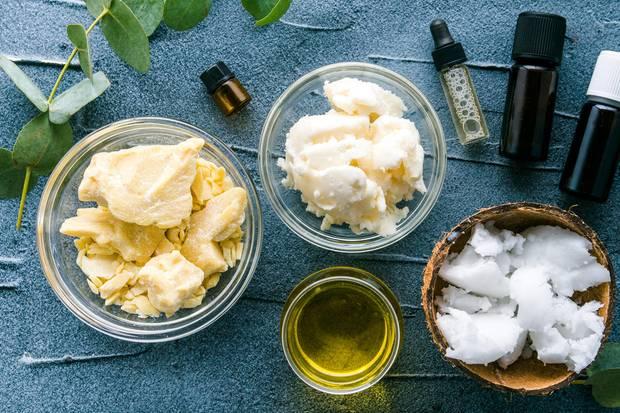 Kokosöl ist ein Alleskönner: Es regt unter anderem das Haarwachstum an