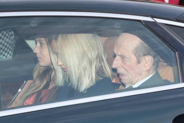 Edward von Kent, der Cousin von Queen Elizabeth fährt in Begleitung seiner Enkelinnen Lady Marina und Lady Amelia zum Buckingham Palast.