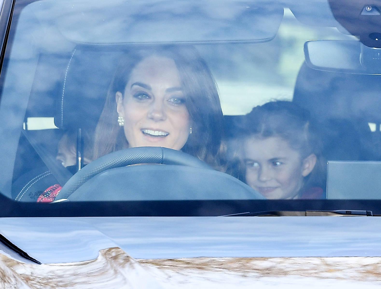 Herzogin Catherine auf dem Weg in den Buckingham Palast mit Prinzessin Charlotte und Prinz Louis.