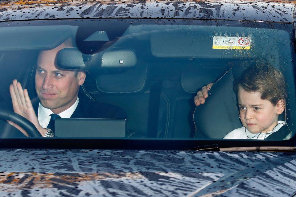Prinz William und Prinz George auf dem Weg vom Kensington zum Buckingham Palast.