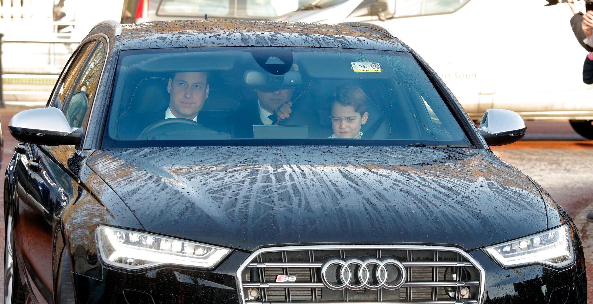 Prinz William, Prinz George und ihr Personenschützer.