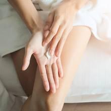 Eine Handmaske hilft bei trockenen Händen