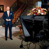20. Dezember 2019  König Willem-Alexander hält seine traditionelle Weihnachtsrede, die jedes Jahr am 1. Weihnachtstag im Fernsehen ausgestrahlt wird. Wir hätten uns allerdings ein wenig mehr weihnachtlichenGlanz im Schloss Noordeinde gewünscht.