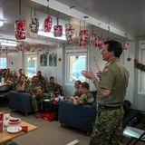 20. Dezember 2019  Prinz Joachim von Dänemark besucht dänische Truppen in Afrika und versucht ein wenig Weihnachtsstimmung zu verbreiten.