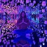 22. Dezember 2019  Ommm... Gerade diese Jahreszeit ist ein guter Moment, um mal kurz innezuhalten und die vergangenen Monate zu reflektieren. So tut es auch Supermodel Gisele Bündchen, die -in diesem wahrlich erleuchteten Ambiente -eine kleine Meditationspause einlegt und mit ihrem spirituellen Post auf Instagram für mehr Besinnlichkeit, Liebe und Dankbarkeit appelliert.
