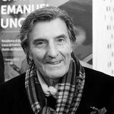 """22. Dezember 2019: Emanuel Ungaro (86 Jahre)  Der französische Modedesigner Emanuel Ungaro ist im Alter von 86 Jahren verstorben. Früh von seiner Leidenschaft für Mode erfasst, gründete er 1965in Paris seine weltbekannte Modemarke. Er galt als Couturier der alten Schule:""""Man trägt kein Kleid, man muss darin leben"""", sagte Ungaro."""