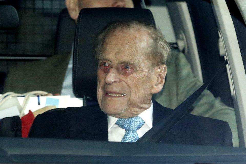 Prinz Philip am 24. Dezember 2019. In einem Auto macht er sich auf den Weg zu Queen Elizabeth.