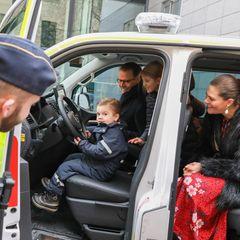 24. Dezember 2019  Hinter dem Steuer eines Polizeiwagens macht sich Prinz Oscar schon ganz großartig.
