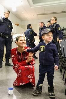 24. Dezember 2019  Ein schönes Weihnachtsgeschenk gibt es für die diensthabenden Polizisten der Stockholmer Wache Norrmalm: Prinzessin Victoria und ihre Familie kommen am Nachmittag zu Besuch und danken damit allen, die an Heiligabend und über die Weihnachtsfeiertage arbeiten müssen.