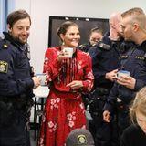 24. Dezember 2019  Über eine Tassemitheißem Glögg freut sich auch die Kronprinzessin.