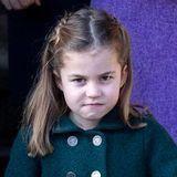 Prinzessin Schmollmund: Dem Blick nach zu urteilen hat Charlotte jetzt genug vom Gottesdienst, den vielen Fans und Fotografen.