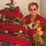 Bunt und schrill, so habenwir Weihnachtsgrüße von Altmeister Elton John erwartet. Happy Christmas!