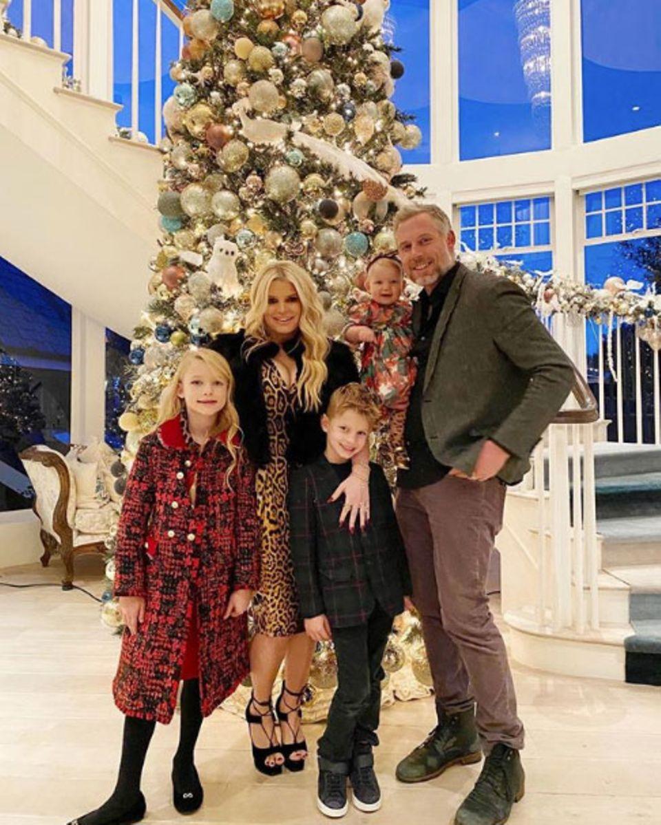 Auch Familie Simpson hat sich festlich herausgeputzt und versendetfrohe Weihnachtsgrüße via Instagram.