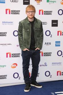 Ed Sheeran ist heute deutlich schlanker: Jeden Morgen geht er 45 Minuten laufen, schwimmt regelmäßig und macht Sit-Ups.