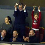 26, Dezember 2019  Opa Olle Westlingteilt mit Estelle die Leidenschaft für den Eishockey-Sport und stimmt mit ihr in die Jubelei ein. Und auch der Rest der Familie ist begeistert...