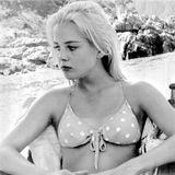 """26. Dezember 2019: Sue Lyon (73 Jahre)  Durch ihre Rolle als verruchtes Mädchen Lolita Haze in Stanley Kubricks Meisterwerk """"Lolita"""" wurde sie weltbekannt, jetzt ist Sue Haze im Alter von 73 Jahren gestorben. Am Zweiten Weihnachtstag (26. Dezember) tat sie in Los Angeles ihren letzten Atemzug, so berichtet """"New York Times"""". Über die Todesursache ist bisher nichts bekannt."""