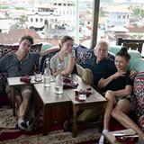 29. Dezember 2019  Catherine Zeta-Jones und ihr Mann Michael Douglas gönnen sich mit den gemeinsamen Kindern eine schöne Auszeit auf der Insel Sansibar. Mit diesem nettenFamilienfoto senden sie uns entspannte Grüße zum Sonntag via Instagram.