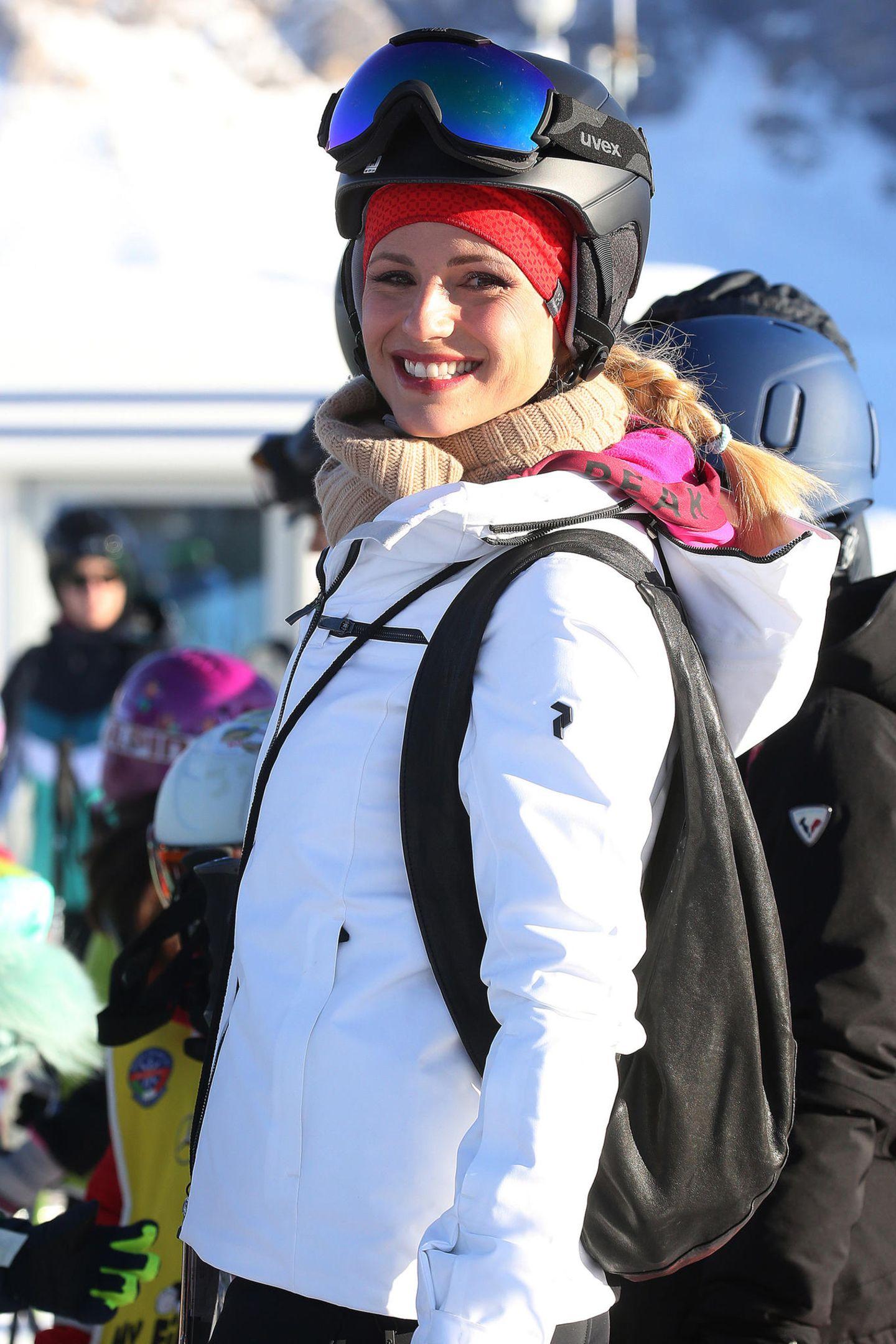 Wenn sie nicht gerade mit ihren Kids rodelt, übt sich Michelle als begeisterte Ski-Fahrerin. Dabei kommen ihre zwei kleinen Töchter ganz nach ihr...