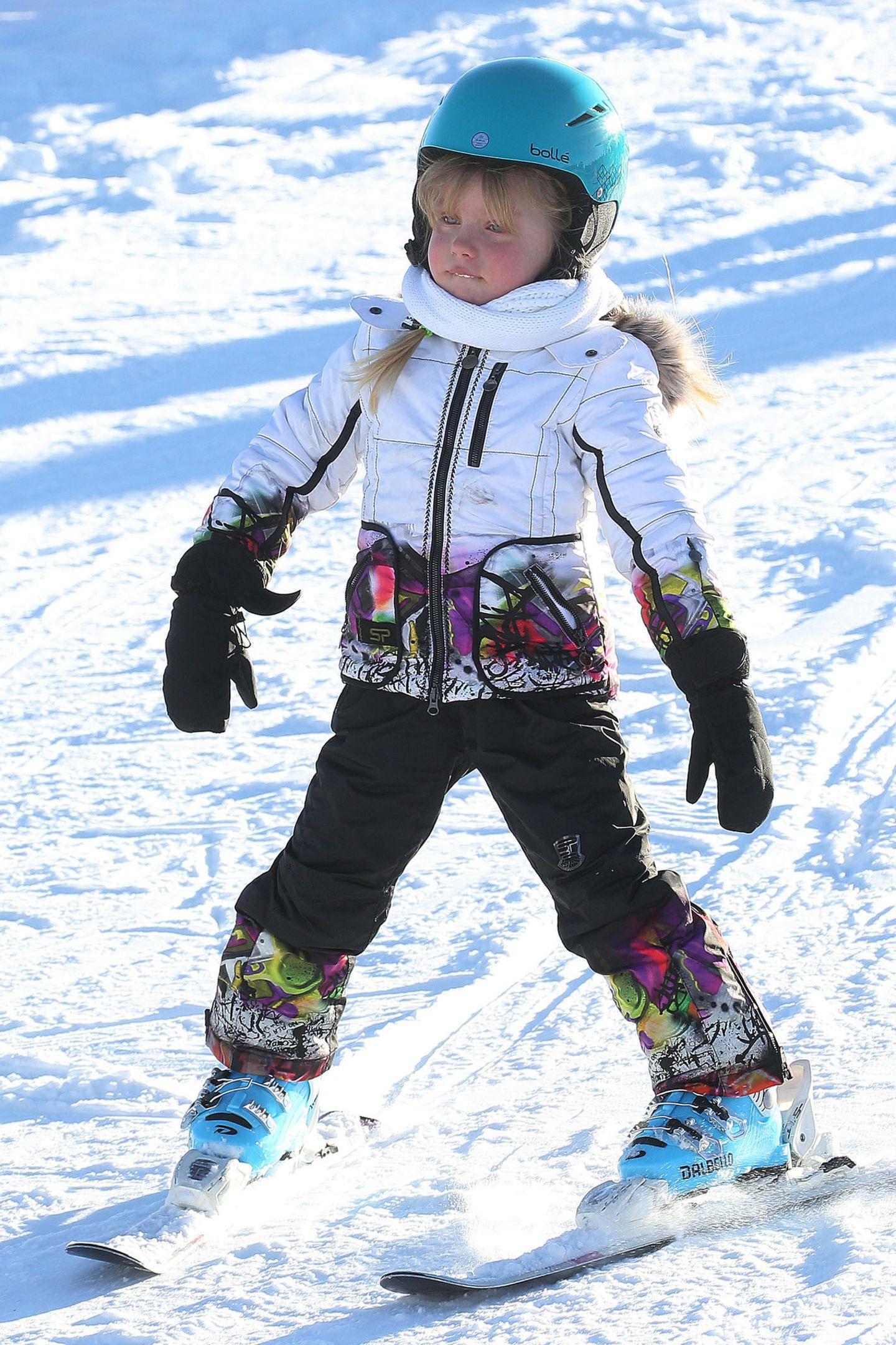 Die vierjährige Celeste lässt es im Schneeflug eher langsam angehen.