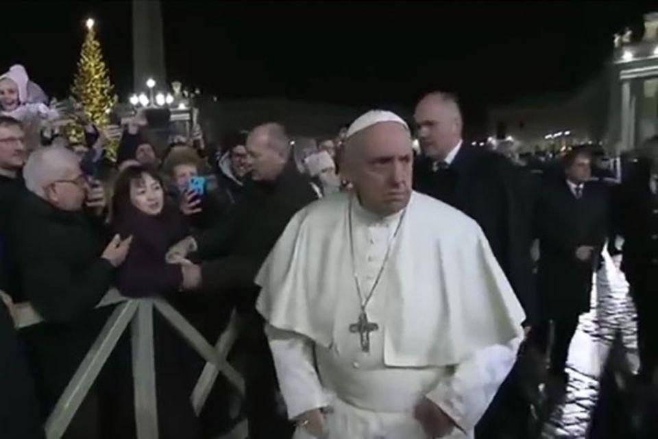 Papst Franziskus: Wütender Klaps für aufdringlichen Fan