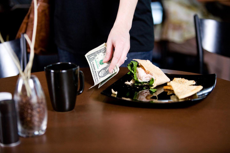 Eine Kellnerin durfte sich über ein stolzes Trinkgeld freuen.