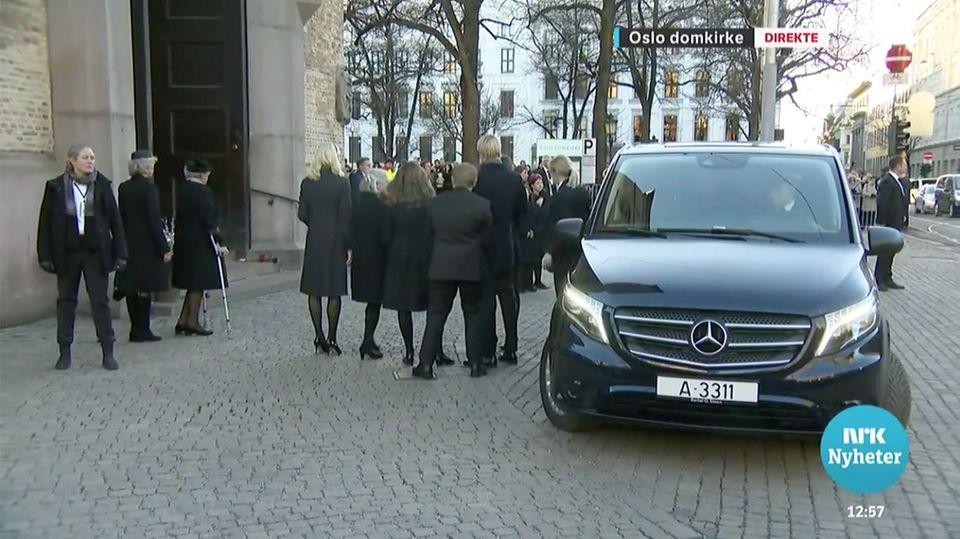 Die royale Familie posiert für die anwesenden Fotografen.