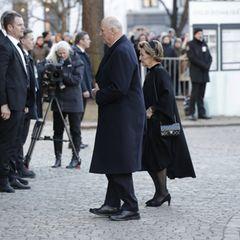 Auch König Harald und Königin Sonja wollen Abschied nehmen.