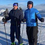 Diese beiden Herren machen vor nichts Halt! Die langjährigen Schauspielkollegen und Freunde Arnold Schwarzenegger und Clint Eastwood geben auch auf Skiern ein flottes Duo ab.