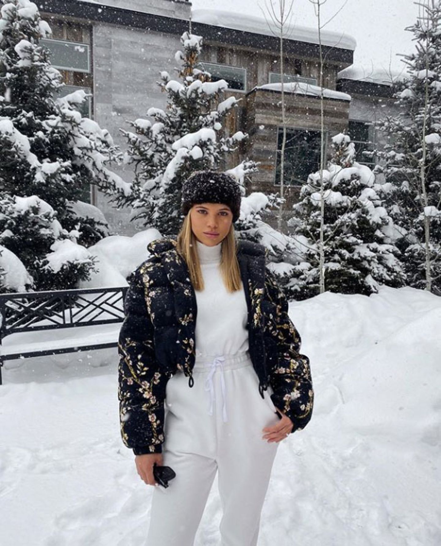 Im stylischen Schnee-Outfit kann auch für Model Sofia Richie der Winterurlaub beginnen.