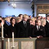Marius BorgHøibynimmt zusammen mit seiner Freundin Juliane Snekkestad (l.) und Prinz Sverre Magnus Abschied von Ari Behn.