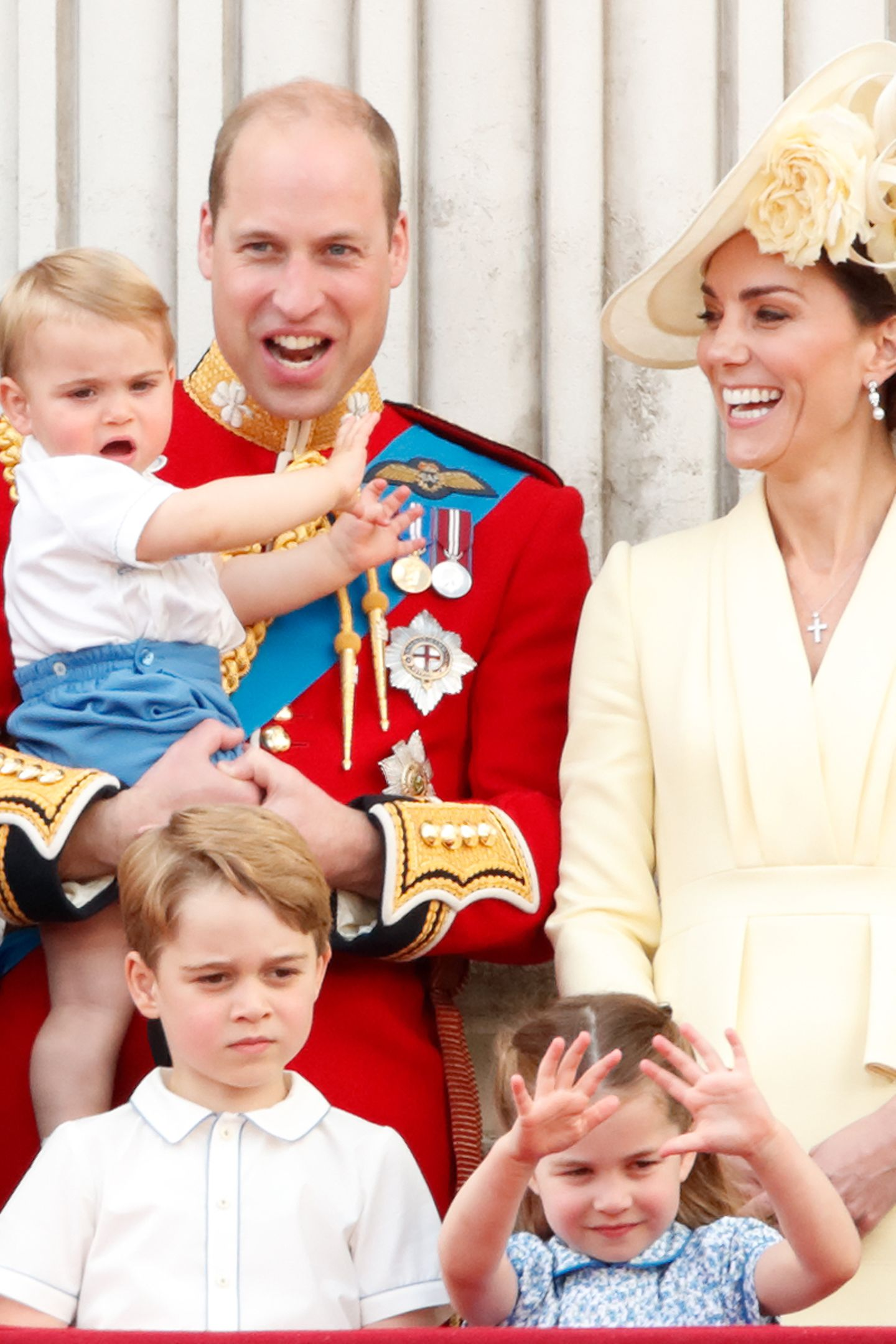 """Was sehen wir denn da: Prinz George trägt während der Militärparade """"Trooping the Colour"""" am 8. Juni 2019 sein Lieblingshemd. Dieses Mal hat sich der Sechsjährigefür die T-Shirt-Variante entschieden."""