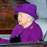 5. Januar 2020  Ooommm... Nach dem Sonntagsgottesdienst in Sandringham sieht es fast so aus, als würde Queen Elizabeth in ihrem Bentley meditieren. Dabei redet sie womöglich gerade nur mit ihrer Begleitung, während der Fotograf an der Kirche diesen Schnappschuss macht.