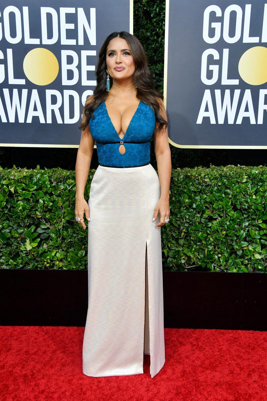 Salma Hayek zeigt, was sie hat. Ihr Kleid ist von Gucci.