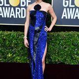 Royalbalu und schwarz glitzert Shailene Woodley in ihrem raffinierten Neckholder-Dress von Balmain.