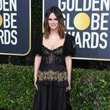 Gothic trifft Gold: Rachel Bilson zeigt sich in einem Outfit von Brock Collection.