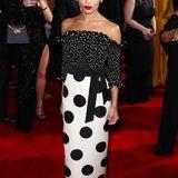 Ganz pünktlich erscheint Zoe Kravitz auf dem roten Teppich der Golden Globes. Der Look ist von Saint Laurent.