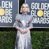 Roboter-Romantik bringt Lucy Boynton mit ihrem Silber-Look von Louis Vuitton auf den roten Teppich.