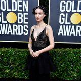 In schwarzer Spitze von Givenchy zeigt sich Rooney Mara auf dem Red Carpet. Aber wirklich auffällig ist hier nur der blumige Kopfschmuck.