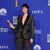 """""""Fleabag""""-Star Phoebe Waller-Bridge gewinnt nicht nur den Golden Globe Award, sondern auch mit ihrem Anzug-Look von Ralph & Russo Couture."""